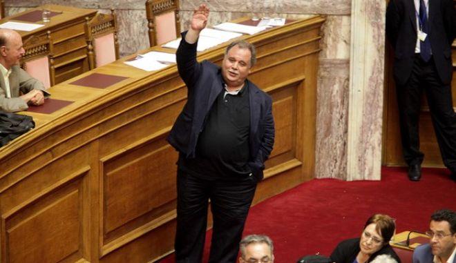 Λεουτσάκος: Κανένας στον ΣΥΡΙΖΑ, ούτε ο ίδιος ο πρωθυπουργός δεν υιοθετεί το πρόγραμμα που συμφωνήθηκε