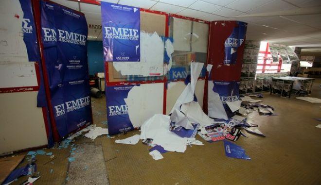 Συμπλοκές  μεταξύ φοιτητών και καταστροφές σε χώρους του Πανεπιστημίου Πειραιά,έγιναν όταν ομάδα νεαρών εισέβαλε στο πανεπιστήμιο την ώρα που μέλη της φοιτητικής παράταξης της ΔΑΠ πραγματοποιούσαν εκδήλωση,στα πλαίσια των φοιτητικών εκλογών,Τετάρτη 10 Απριλίου 2013(EUROKINISSI /ΚΩΣΤΑΣ ΚΑΤΩΜΕΡΗΣ)
