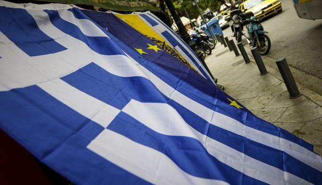 Μικροπωλητής με ελληνικές σημαίες στο Σύνταγμα την Παρασκευή 2 Φεβρουαρίου 2018. EUROKINISSI/ΓΙΑΝΝΗΣ ΠΑΝΑΓΟΠΟΥΛΟΣ)