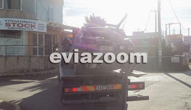 Τραγωδία στην άσφαλτο: Παρασύρθηκε από φορτηγό ενώ έσπρωχνε ΙΧ