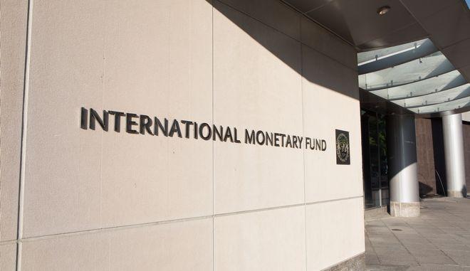 """ΔΝΤ: """"Βλέπει"""" ανάπτυξη 3,3% φέτος και 5,4% το 2022"""