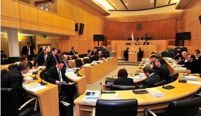Ελληνική κυβέρνηση: ΝΑΙ σε όλα. Η Κύπρος είναι μακριά και οι Γερμανοί είναι φίλοι μας