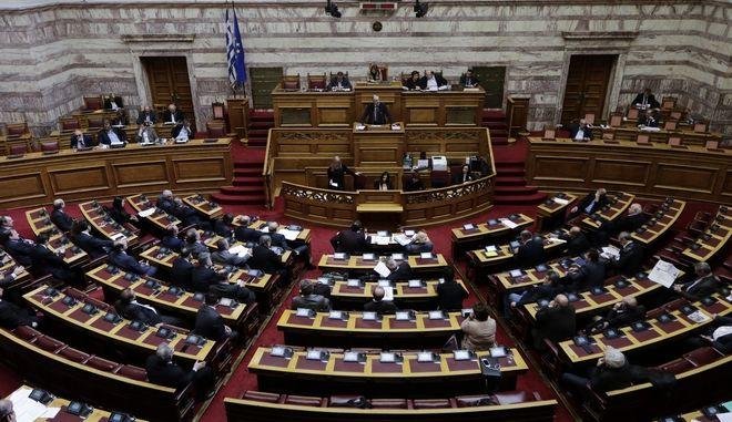 Συζήτηση στην Ολομέλεια της Βουλής για την πρόταση της ΝΔ για τη σύσταση προανακριτικής επιτροπής με αντικείμενο τη διερεύνηση ενδεχόμενων ποινικών ευθυνών των υπουργών Παναγιώτη Κουρουμπλή, Ανδρέα Ξανθού και Παύλου Πολάκη, κατά την τιμολόγηση φαρμάκων, την Πέμπτη 8 Μαρτίου 2018. (EUROKINISSI/ΓΙΑΝΝΗΣ ΠΑΝΑΓΟΠΟΥΛΟΣ)