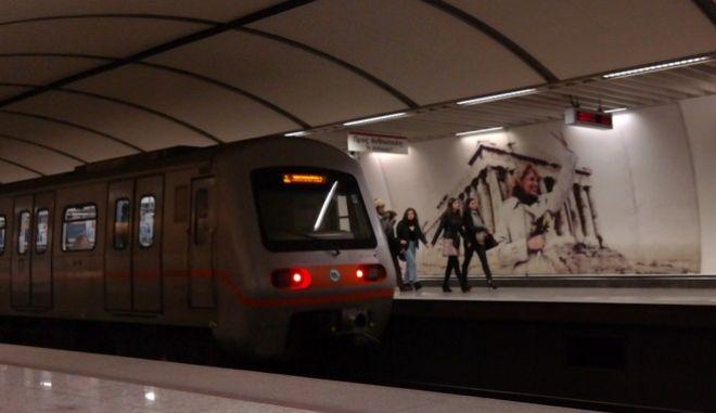 """Στιγμιότυπο από τον σταθμό του Μετρό """"Ακρόπολη"""" (EUROKINISSI/ΓΙΩΡΓΟΣ ΚΟΝΤΑΡΙΝΗΣ)"""