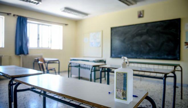 Ξεκίνησε η προετοιμασία στα σχολεία,για την έναρξη της νέας σχολικής χρονιάς την Δευτέρα.Στιγμιότυπα από το 28ο και 7ο Γυμνάσιο και Λύκειο στο Παγκράτι, Παρασκευή 11 Σεπτεμβρίου 2020 (EUROKINSSI/ΤΑΤΙΑΝΑ ΜΠΟΛΑΡΗ)