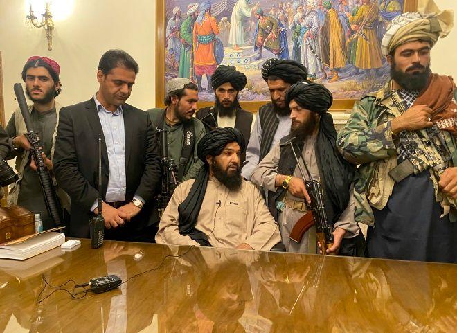 Οι Ταλιμπάν στο Προεδρικό Μέγαρο στην Καμπούλ