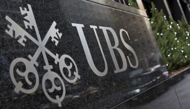 The logo of Swiss bank UBS is seen at their offices in New York December 19, 2012. UBS agreed to a $1.5 billion fine on Wednesday after admitting to fraud and bribery in a deepening scandal over the rigging of global benchmark interest rates. REUTERS/Andrew Burton (UNITED STATES - Tags: BUSINESS LOGO CRIME LAW)