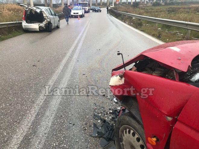 Λαμία: Τροχαίο σε παράδρομο - 4 τραυματίες