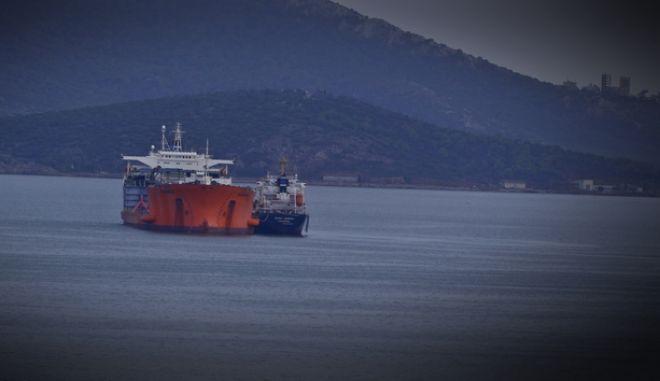 Δεξαμενόπλοιο στον Πειραιά (φωτό αρχείου)