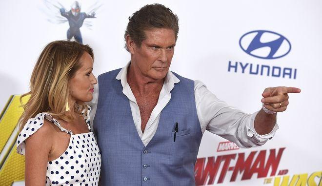 Ο David Hasselhoff, right, και η αγαπημένη του Hayley Roberts