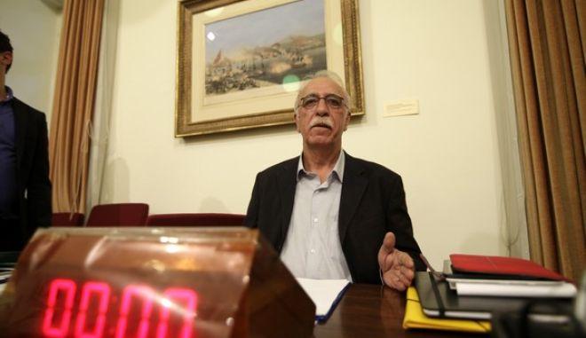 Αίθουσα «Προέδρου Γιάννη Νικ. Αλευρά» (151) θα συνέλθει σε συνεδρίαση  η Εξεταστική Επιτροπή για τη διερεύνηση και διαλεύκανση των συνθηκών και των ευθυνών που οδήγησαν στην υπαγωγή της Ελλάδας στο καθεστώς των Μνημονίων και της επιτήρησης και για κάθε άλλο ζήτημα που σχετίζεται με την εφαρμογή και υλοποίηση των Μνημονίων  με θέμα ημερήσιας διάταξης:  ο πρόεδρος της Επιτροπής Δημήτρης Βίτσας.(Eurokinissi-ΚΟΝΤΑΡΙΝΗΣ ΓΙΩΡΓΟΣ)