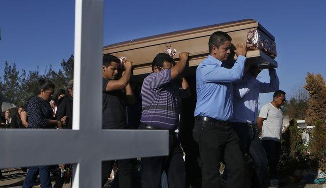 Κηδεία δημοσιογράφου που έπεσε νεκρός από πυρά αγνώστων στο Μεξικό τον Μάιο του 2018