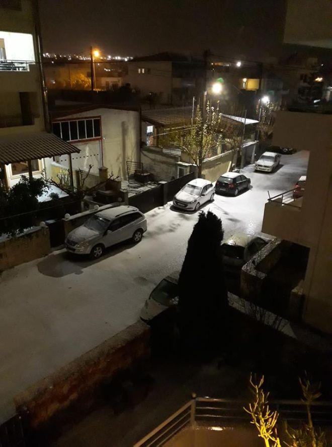 Καιρός: Προβλήματα στα πλοία - Χαλάζι και χιόνι στο Ηράκλειο, πλημμύρες στην Ηλεία