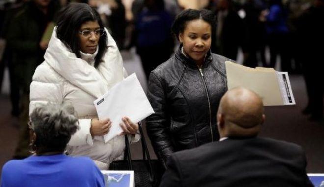 ΗΠΑ: Μείωση της ανεργίας και περισσότερες θέσεις εργασίας μέσα στον Απρίλιο