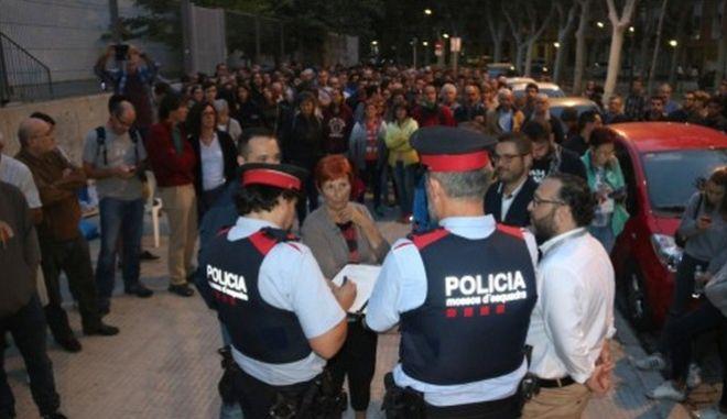 Καταλονία: Επέμβαση της ισπανικής αστυνομίας και επεισόδια σε εκλογικά κέντρα