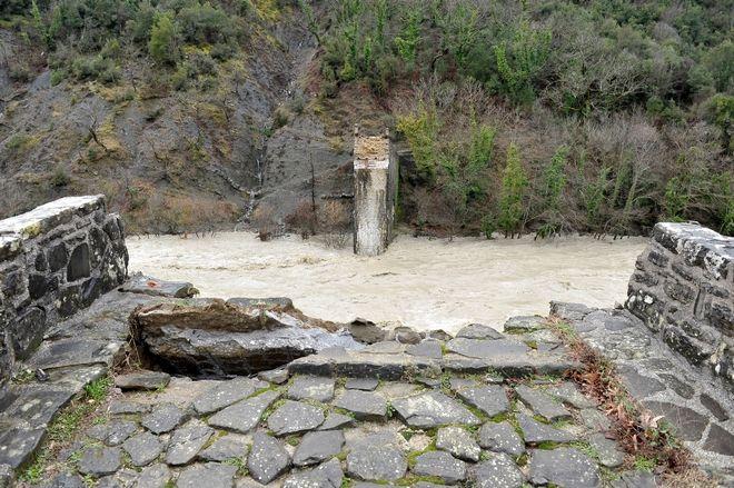 Κατέρρευσε το ιστορικό Γεφύρι της Πλάκας στα Τζουμέρκα την 1η Φεβρουαρίου 2015.