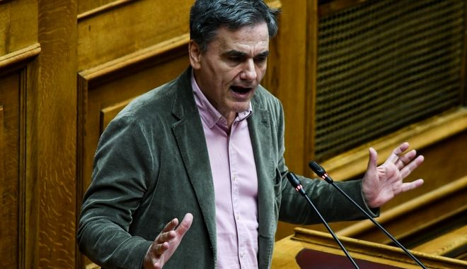 Ο Ε.Τσακαλώτος στο βήμα της Βουλής κατά τη διάρκεια της συζήτησης για παροχή ψήφου εμπιστοσύνης στην Κυβέρνηση