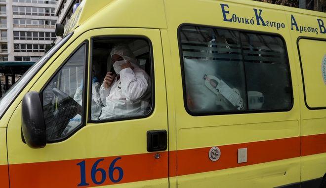 Ασθενοφόρο του ΕΚΑΒ για ασθενείς με κορονοϊό
