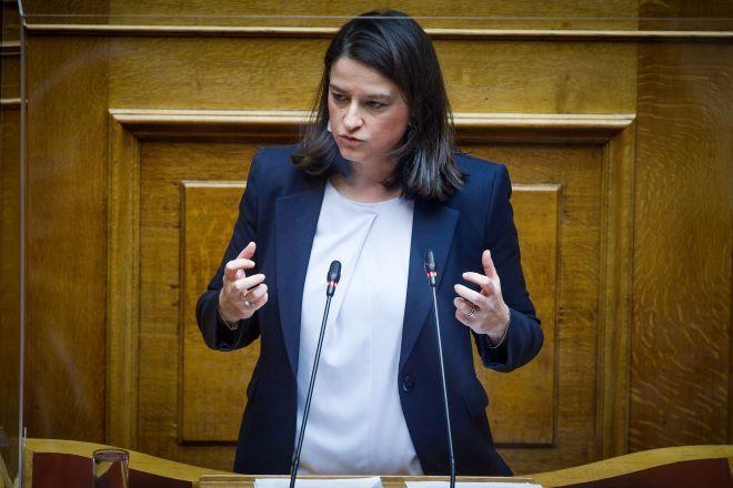 Βουλή: Υπό την σκιά του lockdown συνεχίζεται η