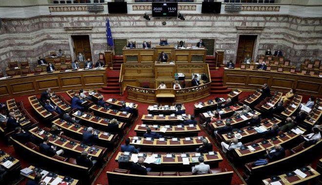 Με όλα τα μέτωπα ανοιχτά η σημερινή αντιπαράθεση των  αρχηγών στην Βουλή