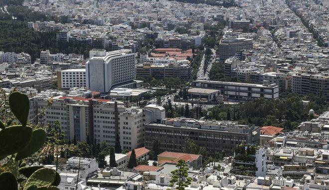 Άποψη των ακινήτων της Αθήνας από το λόφο του Λυκαβηττού (EUROKINISSI / ΒΑΣΙΛΗΣ ΡΟΥΓΓΟΣ)