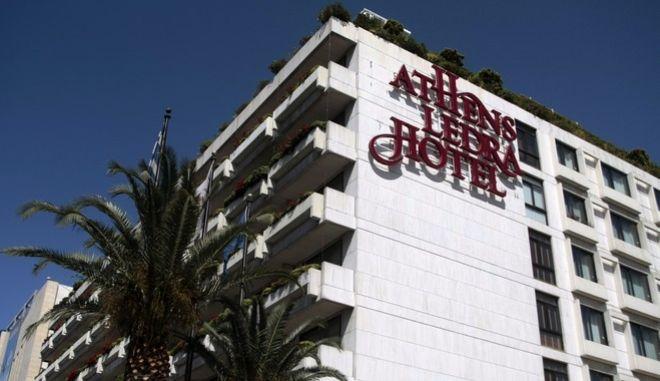 Επίσχεση εργασίας από τους εργαζομένους στο ξενοδοχείο Athens Ledra Hotel την Τρίτη 31 Μαΐου 2016. Όπως καταγγέλλουν οι εργαζόμενοι, η εταιρεία δεν έχει καταβάλει μισθούς από το Μάρτιο, αλλά ούτε και το δώρο του Πάσχα. Σύμφωνα με πληροφορίες οι πελάτες που διέμεναν στο ξενοδοχείο ειδοποιήθηκαν να αποχωρήσουν ενώ όσοι έφθασαν στο ξενοδοχείο δεν έγιναν δεκτοί.  (EUROKINISSI/ΣΤΕΛΙΟΣ ΣΤΕΦΑΝΟΥ)