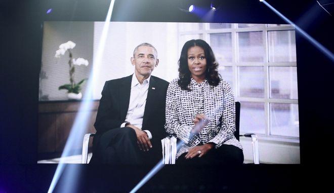 Ο πρώην Αμερικανός πρόεδρος Μπάρακ Ομπάμα και η σύζυγός του Μισέλ