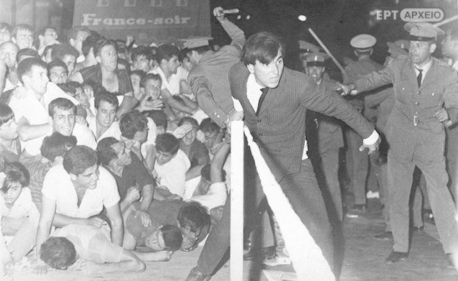 Συμπλοκές φοιτητών με την Αστυνομία στη διαδήλωση της 21ης Ιουλίου 1965, κατά τη διάρκεια των οποίων σκοτώθηκε ο Σ.Πέτρουλας.
