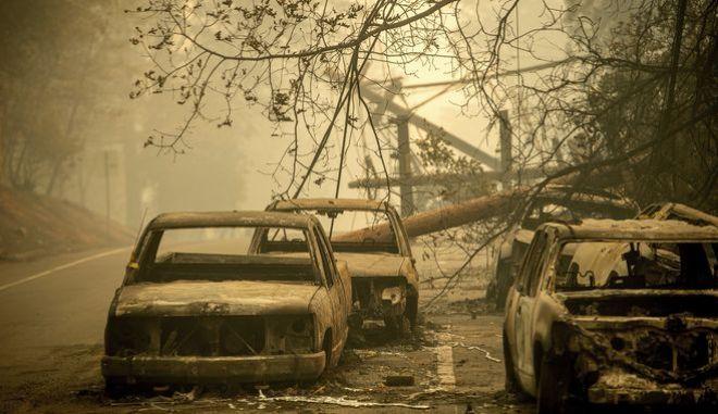 Μεγαλώνει η λίστα του θανάτου από τις φωτιές που μαίνονται στην Καλιφόρνια