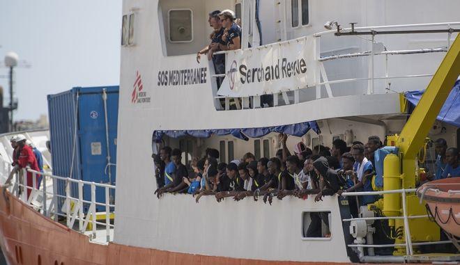 Το πλοίο Aquarius αγκυροβολημένο στο λιμάνι της Σενγκλέα στη Μάλτα