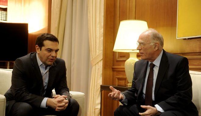Στιγμιότυπο απο την συνάντηση του Πρωθυπουργού Αλέξη Τσίπρα με τονπρόεδρο της Ένωσης Κεντρώων Βασίλη Λεβέντη,στα πλαίσια της ενημέρωσης των πολιτικών αρχηγών για το Κυπριακό,Δευτέρα 9 Ιανουαρίου 2017 (EUROKINISSI/ΤΑΤΙΑΝΑ ΜΠΟΛΑΡΗ)