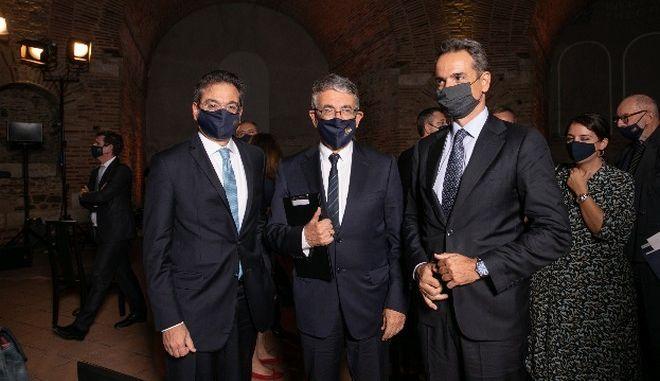 Ο Διευθύνων Σύμβουλος της Eurobank κ. Φωκίων Καραβίας, με τον Πρόεδρο της Πολιτιστικής Εταιρείας Επιχειρηματιών Βορείου Ελλάδος, κ. Σταύρο Ανδρεάδη και τον Πρωθυπουργό κ. Κυριάκο Μητσοτάκη.