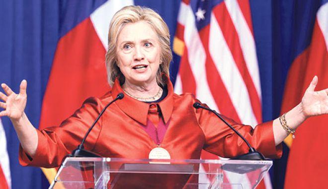 Η Χίλαρι Κλίντον κατεβαίνει στο λαό