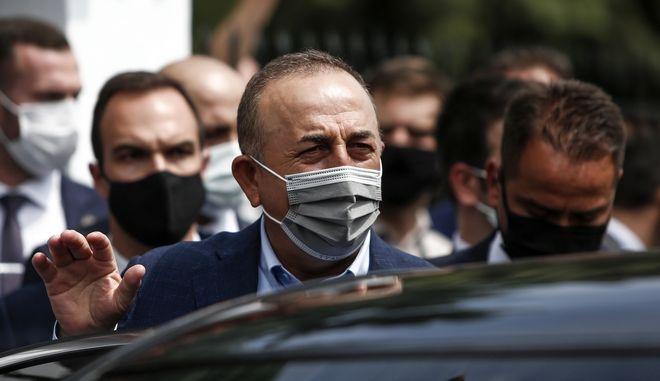 Ο Τούρκος υπουργός Εξωτερικών Μεβλούτ Τσαβούσογλου κατά την επίσκεψή του στην Ελλάδα