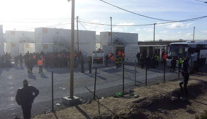 Γαλλία: Βίαιες συμπλοκές μεταξύ μεταναστών στο Καλαί