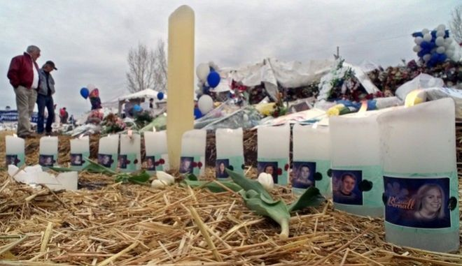 Candles burn at a makeshift memorial near Columbine High School, Tuesday, April 27, 1999 for each of the of the 13 people killed by Eric Harris and Dylan Klebold during a shooting spree at the Littleton, Colo. school last week. (AP Photo/Michael S. Green)