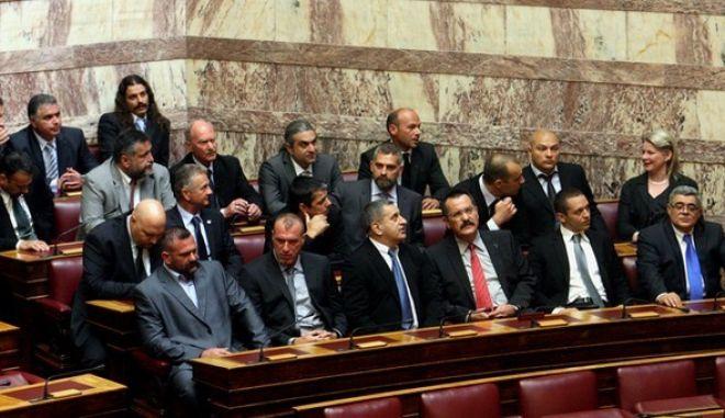 Στιγμιότυπο από την ορκωμοσία και τον αγιασμό της σύνθεσης της νέας βουλής,όπως προέκυψε από τις εκλογές της 6ης Μαϊου 2012,Πέμπτη 17 Μαϊου 2012 (EUROKINISSI/ΤΑΤΙΑΝΑ ΜΠΟΛΑΡΗ)
