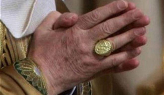 """Επίχρυσο το """"δαχτυλίδι του ψαρά"""" του Πάπα Φραγκίσκου"""