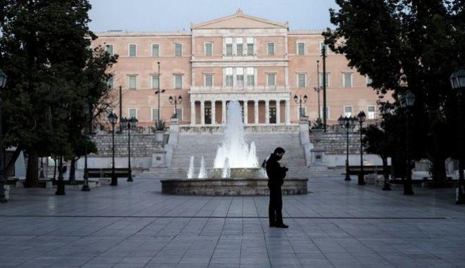 Η πλατεία Συντάγματος σε καιρό lockdown