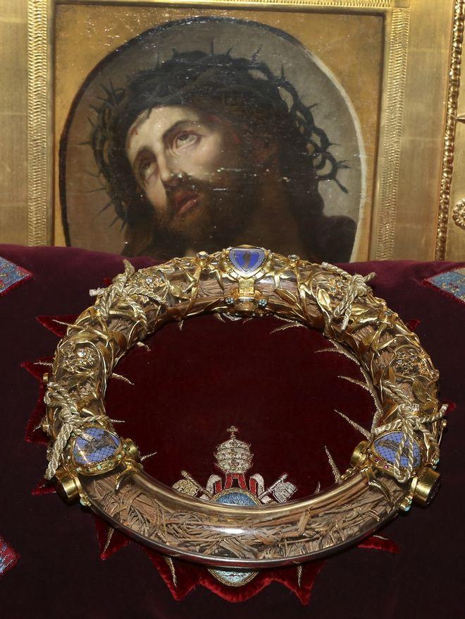 Το αγκαθωτό στεφάνι του Ιησού ανάμεσα στα κειμήλια που διασώθηκαν