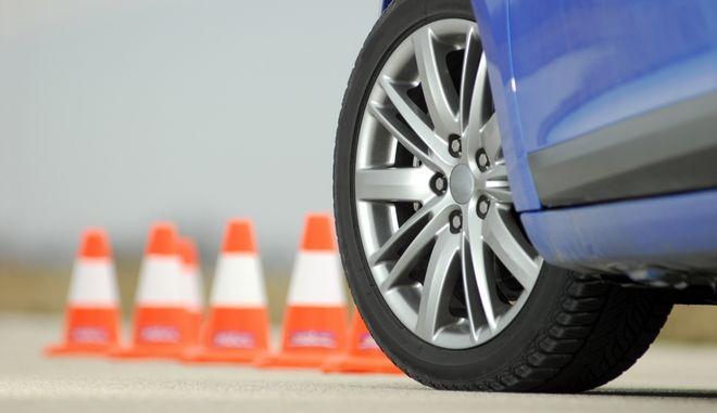 Εύβοια: Υποψήφιος οδηγός πάτησε εξεταστή με το αυτοκίνητο