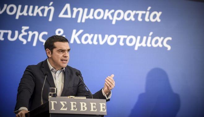"""Ο πρωθυπουργός, Αλέξης Τσίπρας, απευθύνει ομιλία στη 2η συνάντηση των Αθηνών για τις Ευρωπαϊκές ΜμΕ με θέμα """"Μικρομεσαίες επιχειρήσεις και Οικονομική Δημοκρατία: μοχλοί ανάπτυξης και καινοτομίας"""", την Πέμπτη 8 Μαρτίου 2018. (EUROKINISSI/ΤΑΤΙΑΝΑ ΜΠΟΛΑΡΗ)"""