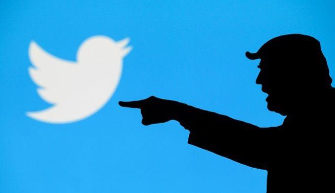 Έως τώρα ο Ντόναλντ Τραμπ απολάμβανε τα 'πάσα' που δίνει το Twitter στους παγκόσμιους ηγέτες. Πλέον κινδυνεύει με διαγραφή του λογαριασμού του -μεταξύ άλλων.