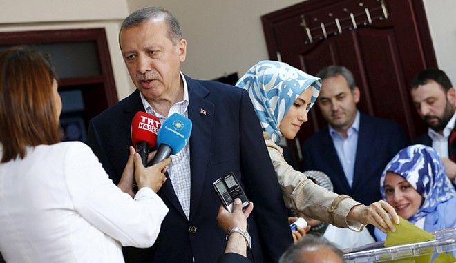 Τουρκία: Χάνει την αυτοδυναμία το κόμμα του Ερντογάν. Θεαματική η άνοδος του φιλοκουρδικού Κόμματος