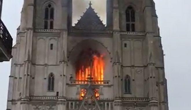 Γαλλία: Υπό κράτηση ένας άνδρας για τη φωτιά στον καθεδρικό της Νάντης