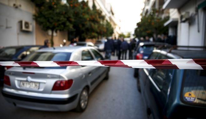 42χρονος αστυνομικός σκότωσε την γυναίκα του, την κόρη του μόλις 4 ετών και την πεθερά του και στην συνέχεια αυτοκτόνησε στο σπίτι του στην οδό Ευριπίδου στην Ανάκασα των Αγίων Αναργύρων την Δευτέρα 18 Δεκεμβρίου 2017. (EUROKINISSI/ΣΤΕΛΙΟΣ ΜΙΣΙΝΑΣ)