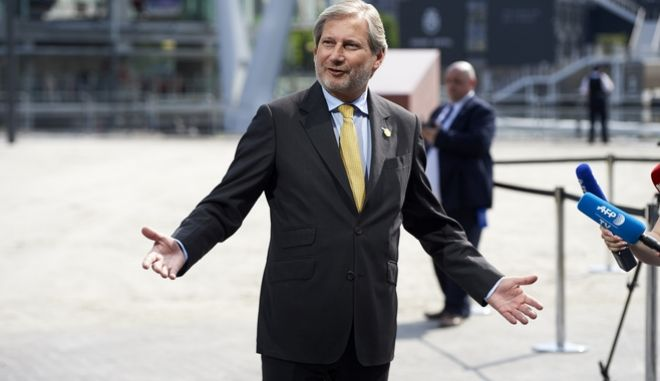 Ο Επίτροπος αρμόδιος για τη διεύρυνση της ΕΕ Γιοχάνες Χαν στη Σύνοδο των Δυτικών Βαλκανίων στο Λονδίνο την Τρίτη 10 Ιουλίου 2018.