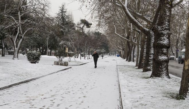 """Βαρυχειμωνιά από το Σάββατο: Τσουχτερό κρύο, χιόνια και θυελλώδεις ανέμους φέρνει η """"Ζηνοβία"""""""