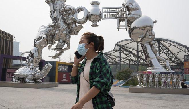 Πολίτης της Κίνας με μάσκα