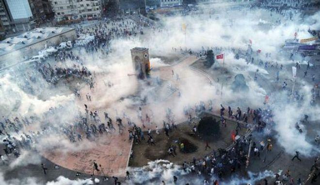 Κωνσταντινούπολη: Δακρυγόνα εναντίον αντιπολεμικής διαδήλωσης